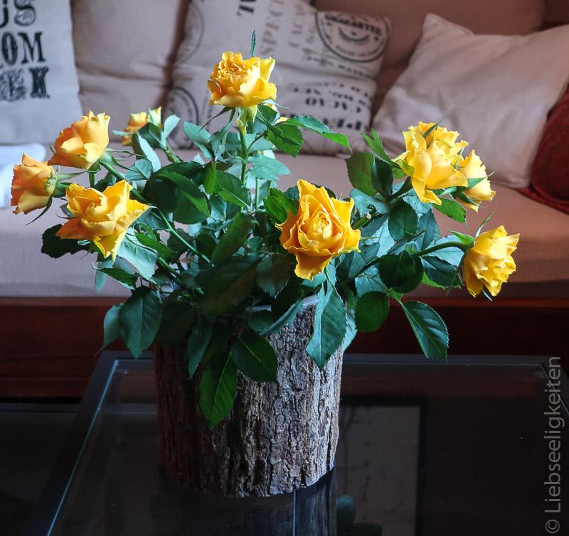 Gelbe Rosen in der Vase - Blumenstrauß