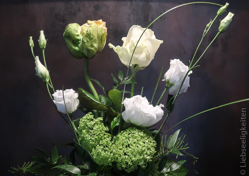Lisianthus, Rose und Mohn - Blumen in der Vase