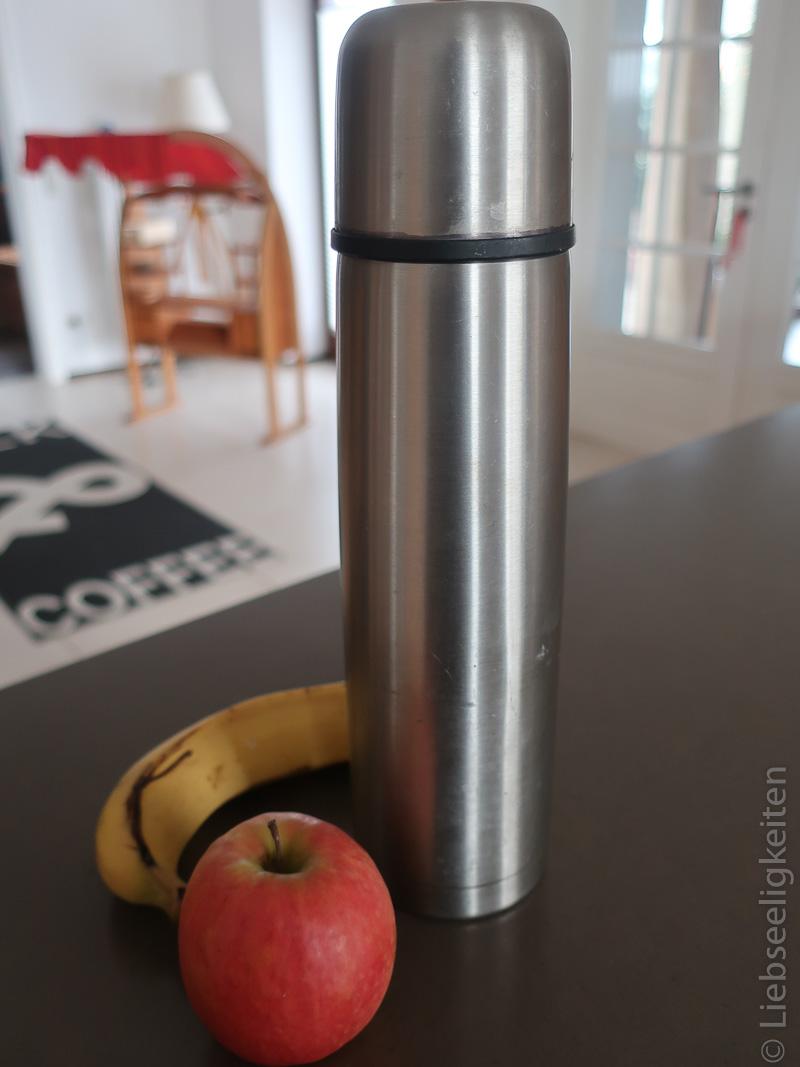 Proviant - Kaffee und Obst