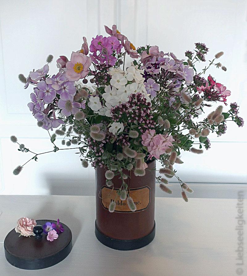 Blumenstrauß - Phlox - Herbstanemone - Beikraut
