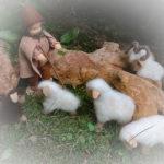 Biegepuppe Schäfer und eine mit Nadel gefilzte Schafherde