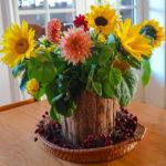 Sonnenblumen und Dahlien