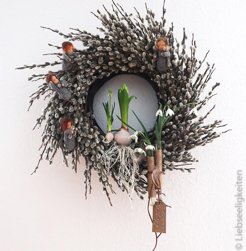 Kranz aus Weidenkätzchen - gewachste Blumenzwiebeln - Weidenkätzchen - Jahreszeitenfiguren - Liebseeligkeiten